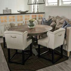 """New York"" spisebord  fra @classicliving på plass hos dyktige @detgladehjem #classicliving #newtable  #newyorkspisebord #drivved #interior #furniture #home #design #intetior125 #interior444 #interior123 #homedecor #homefashion #interiorandhome"