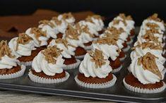Gesztenyés mini muffin (hozzávalók 24 darabhoz: a tésztához 10 dkg csokolá. Baby Food Recipes, Sweet Recipes, Dessert Recipes, Vanilla Sugar, Mini Muffins, Mini Cupcakes, Cake Cookies, Nutella, Sweet Treats