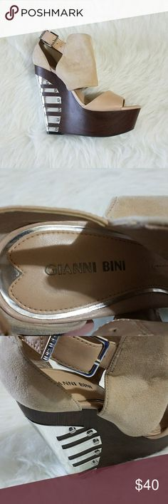 Women's Wedge Ankle Strap Sandals Size 6.5 Like New, Gently preowned condition   Normal signs of wearing   *See Photos For Details  *Smoke free home   *Check out my other items Gianni Bini Shoes Wedges