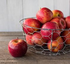 New Fruit Basket Diy Crafts Pantries Ideas Chicken Wire Crafts, Decor Crafts, Diy Crafts, Diy Home Accessories, New Fruit, Wire Baskets, Pantry Baskets, All You Need Is, Diy Tutorial