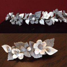 Media corona y pasador de flores de porcelana