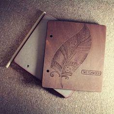"""Скетчбук """"Plume"""". Крафтовая плотная бумага 300 мг, 20 листов, 15х17 см #sketchwood #мастерскаяпрогресс #madebypw #progressworkshop #сделановпензе #сделановпрогрессе #sketchbook #woodenbook #woodennotepad #скетчбук #художества #перышко"""