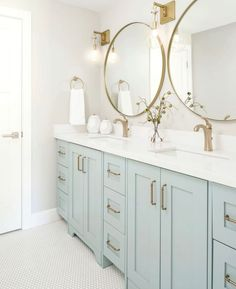 Double Vanity Bathroom - Bathroom with light blue cabinets. - Double Vanity Bathroom – Bathroom with light blue cabinets. Bad Inspiration, Bathroom Inspiration, Cute Bathroom Ideas, Bathroom Inspo, Bathroom Interior Design, Home Interior, Coastal Interior, Interior Plants, Interior Modern