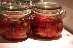 Garden Living: Chili fra hagen blir til nydelig chilisaus og syltet chili!