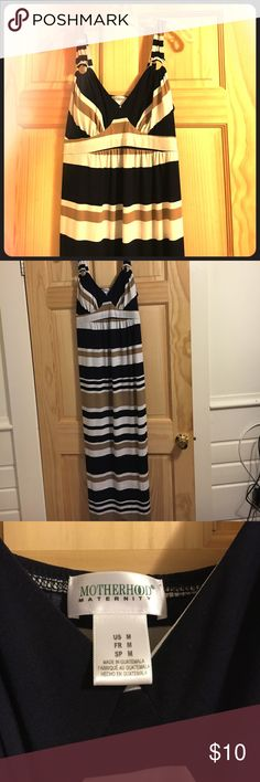 Motherhood Maternity Maxi dress Size M, Motherhood Maternity Maxi dress. Reposhing, I did not wear or wash this dress. My height is 5'4 and the dress hits right at my feet. Padding in bra area, low cut, cute tie in the back. Motherhood Maternity Dresses Maxi