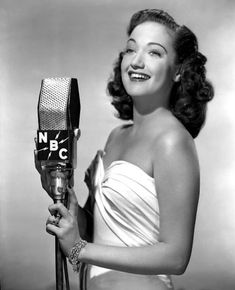 Old Hollywood Glamour, Golden Age Of Hollywood, Classic Hollywood, Dorothy Lamour, Radios, Broadcast News, Nostalgia, Star Wars, Old Time Radio