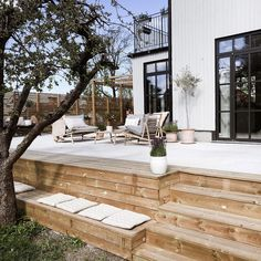 Even though age-old with concept, a pergola have been encountering somewhat of a modern renaissance Diy Pergola, Patio Diy, Casa Patio, Pergola With Roof, Gazebo, Patio Ideas, Small Pergola, Flagstone Patio, Budget Patio