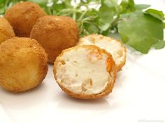 Croquetas de gambas - MisThermorecetas A Food, Food And Drink, No Cook Appetizers, Hors D'oeuvres, Bechamel Sauce, Good Healthy Recipes, Sugar And Spice, Tapas, Food Processor Recipes