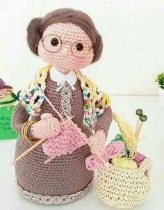 Free crochet patterns and video tutorials: Beautiful crochet amigurumi grandmothers ideas. Crochet Wedding Dress Pattern, Crochet Tunic Pattern, Crochet Blanket Patterns, Crochet Daisy, Crochet Dolls, Free Crochet, Baby Knitting Patterns, Doll Patterns, Henna Patterns