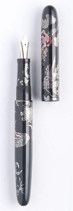 Maki-e lacquer fountain pen by NAKAYA Fountain Pen, Japan