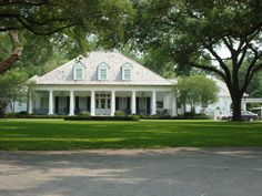 Highland Road Acadian Style Homes, Southern Style Homes, Southern House Plans, Colonial Style Homes, Cottage House Plans, Dream House Plans, French Country Houses Exterior, Country Home Exteriors