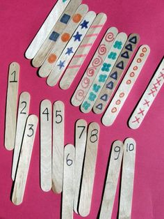 Your child will practice her counting and number recognition as she matches printed numbers to the same number of repetitions of a simple design.