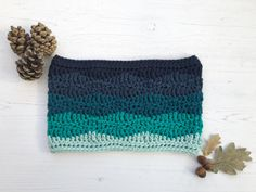 Looking for a cosy cowl for the chilly weather? The Brook Cowl is a quick make that adds colour and texture to simple crochet stitches to create an eye-catching and warm cowl.