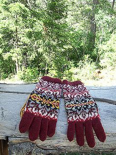 Ravelry: Lubava Gloves pattern by Natalia Moreva