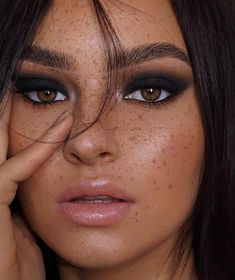 dark bold black smokey eye nude lips and natural freckles face makeup look No Make Up Make Up Look, Eye Make Up, Beauty Make-up, Beauty Hacks, Hair Beauty, Beauty Tips, Beauty Secrets, Beauty Skin, Beauty Products