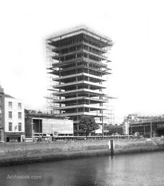 Architect: Desmond Ri O'Kelly Definitely not the most popular building in Dublin but for many years it was the tallest, Liberty Hall is the headquarters of the union SIPTU. It was built on th… Ireland Pictures, Old Pictures, Old Photos, Dublin Street, Dublin City, Photo Engraving, Old Photography, Iconic Photos, Emerald Isle