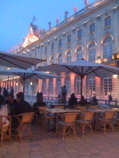 Grand Café Foy, avec UNE prise en terrasse à l'entrée !