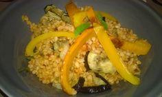 Bulgur s grilovaným lilkem a paprikou Polenta, Quinoa, Grains, Food, Bulgur, Red Peppers, Essen, Meals, Seeds