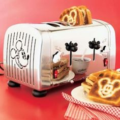 Mickey Mouse toaster - I really can´t figure out how Disney crew keep having such great ideas. Casa Disney, Disney Rooms, Disney Dream, Disney Style, Disney House, Mickey Mouse House, Mickey Mouse Kitchen, Mickey Mouse And Friends, Minnie Mouse