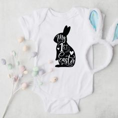 Produkte Archiv - Herzpost My First Easter, Baby Party, Baby Bodysuit, Little Ones, Easter Eggs, The 100, Bunny, Pure Products, Bodysuits