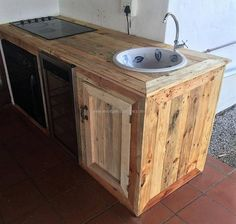 we would love to share a great idea of the wood pallet kitchen plan which contains the space for fitting the oven and the sink to wash the dishes. There is also a space for placing the dishes after washing them, so it is a complete kitchen plan which is adorable.