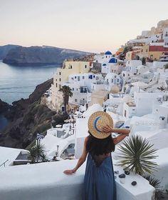 WEBSTA @ nika_shatova - OMG 😍 Без задних ног, но все-таки добрались до Санторини ☁️🌀👋🏻| 👒- @back2basics_store | #iphoneonly #2v_honeymoon #santorini #santorinigreece #greece #trevaller_ni #hmdress #vsco