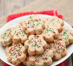 Really awesome shortbread is made with just 3 simple ingredients.These buttery shortbread cookies are brimming with delicious melt-in-your-mouth flavors. Butter Shortbread Cookies, Shortbread Recipes, Yummy Cookies, Cookie Recipes, Sugar Cookies, Vegan Shortbread, Ricotta Cookies, Fudge Cookies, Buttery Cookies