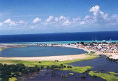 Los Roques (Venezuela)    Elegir uno de los tantos cayos y atolones a solas con el mar y el sol. Este parque nacional a 30 minutos de vuelo de Caracas.  Son más de 300 islas coralinas y sólo cuatro están habitadas.