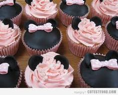 Minnie Mouse cupcakes, adorable!