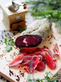 wolowina-suszona-w-ziolach-z-ponczochy Homemade Summer Sausage, Polish Recipes, Smoking Meat, Food Crafts, Food Service, Charcuterie, Beef Recipes, The Cure, Food And Drink