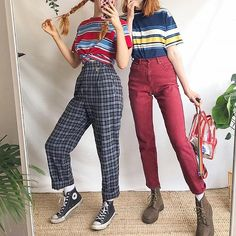Each of these hipster outfits show a combination of two or more patterns, time period periods, or civilizations. Fashion Moda, 80s Fashion, Vintage Fashion, Fashion Outfits, Fashion Clothes, Old School Fashion, Fashion Ideas, Fashion Week Paris, Fashion Week 2018