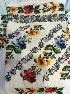 Hand Embroidery, Ely, Quilts, Cross Stitch Embroidery, Cross Stitch Designs, Roses, Quilt Sets, Quilt, Log Cabin Quilts