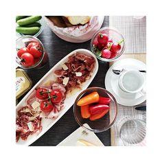das nenn' ich mal einen start in den tag.  . . . - - - - - - - - - - - - - - - - - - - - - - - - - - - - - - - - - - - - #brunch #breakfast #food #foodporn #foodlove #foodlovers #onmytable #igersgraz #igersaustria #flatlays #flatlay #flatlaystyle #flatlayoftheday #hungry #hungryeyes #yummy #delicious #invitation #foodandwine #morning #gutenmorgen #goodmorning #doručak #frühstück #buonappetito Food Porn, Brunch, Invitation, Instagram, Ethnic Recipes, Invitations, Treats, Reception Card