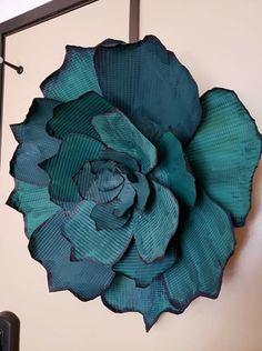 Cookie Sheet Crafts, Flower Petal Template, Aluminum Can Crafts, Tin Art, Pine Cone Crafts, Dollar Store Crafts, Metal Flowers, Spring Crafts, Flower Petals
