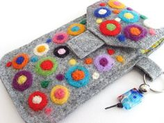Felt glasses cover ..... could be made into a cell phone case