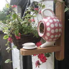 Cute idea! A teapot for a birdhouse and the top for a feeder~♥