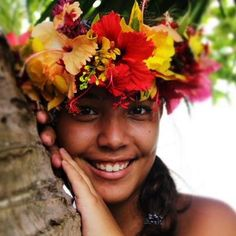 World Ethnic & Cultural Beauties Hula Dancers, Island Girl, People Of The World, Gal Gadot, French Polynesia, Flower Crown, Beautiful People, Portrait, Polynesian Girls