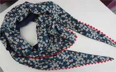 Scarf pattern: en francais with pictures. Coin Couture, Couture Sewing, Sewing Scarves, Sewing Clothes, Diy Vetement, Diy Scarf, Sewing Accessories, Free Sewing, Sewing Tutorials