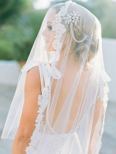 dreamy lace-tipped veil