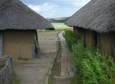 A street at the Viking village at the Viking Museum Haithabu (Hedeby). Notice the wooden footpath that runs thru the village.  http://www.euro-t-guide.com/See_Coun/Germany/D_NW/D_See_Viking_Museum_Haithabu_4-1.htm