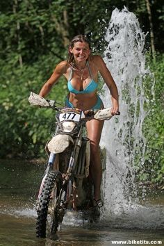 Lady Biker, Biker Girl, Motard Sexy, Motos Vespa, Motocross Girls, Chicks On Bikes, Dirt Bike Girl, Motorbike Girl, Old Motorcycles