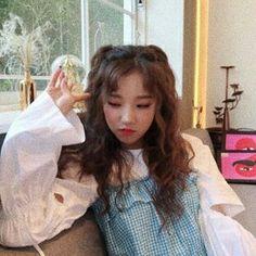 gidle | Tumblr Kpop Girl Groups, Korean Girl Groups, Kpop Girls, Aesthetic People, Kpop Aesthetic, K Pop, Afro, I Love Girls, Soyeon