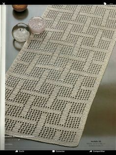 Basketweave style crochet table runner, pic only.This Pin was discovered by Lals media cache originals 52 ca - PIPicStatseu que fiz i did Crochet Doily Rug, Crochet Table Runner Pattern, Crochet Placemats, Crochet Curtains, Crochet Squares, Thread Crochet, Crochet Stitches, Diy Crafts Crochet, Crochet Home