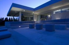 Amazing Residence with a Panoramic View of Beverly Hills - http://freshome.com/2010/11/16/amazing-residence-with-a-panoramic-view-of-beverly-hills/
