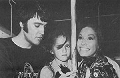 Elvis Presley, Mary Tyler Moore, and Lorena Kirk in Change of Habit Golden Age Of Hollywood, Classic Hollywood, Rock And Roll, Laura Petrie, Barbara Mcnair, Change Of Habit, Mary Tyler Moore Show, John Lennon Beatles, Buddy Holly