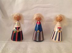Juuru (vasakul/left). Salvo dolls, not sure which region of Estonia the others are from.