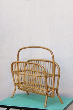 Porte revue rotin osier demi lune vintage mid century 60 par Holy10