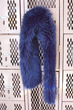 DIY faux fur scarf tutorial Diy Clothes Hanger Organizer, Diy Clothes Hangers, Diy Clothes Refashion, Diy Summer Clothes, Scarf Tutorial, Diy Clothes Videos, Fur Accessories, Fur Wrap, Diy Scarf