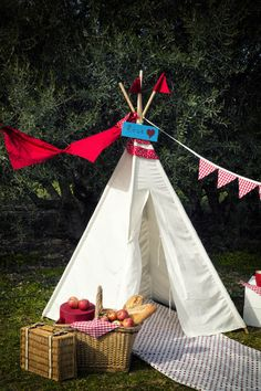 Vamos de Picnic, Tipis, Casitas para niños, articulos de decoración infantil hechos a mano. Regalos originales para niños y niñas. Teepee made in Spain.