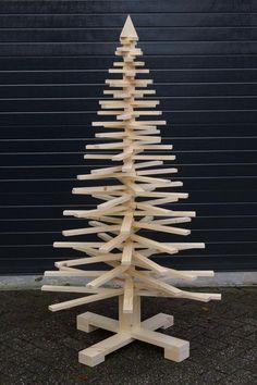 Unusual Christmas Trees, Creative Christmas Trees, Pallet Christmas Tree, Christmas Wood Crafts, Alternative Christmas Tree, Outdoor Christmas Decorations, Christmas Projects, Christmas Diy, Modern Christmas